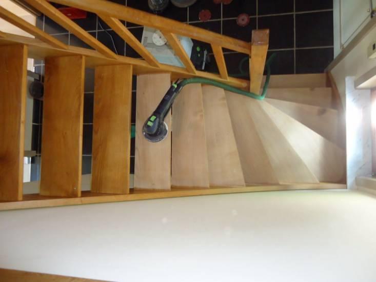 r novation par pon age des escaliers en bois sur noves parquet et terrasse en bois marseille. Black Bedroom Furniture Sets. Home Design Ideas