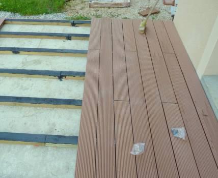 faire poser une terrasse en bois composite vers marseille cassis g menos pose de parquet. Black Bedroom Furniture Sets. Home Design Ideas